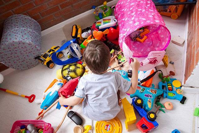 Ребенок в выборе игрушки