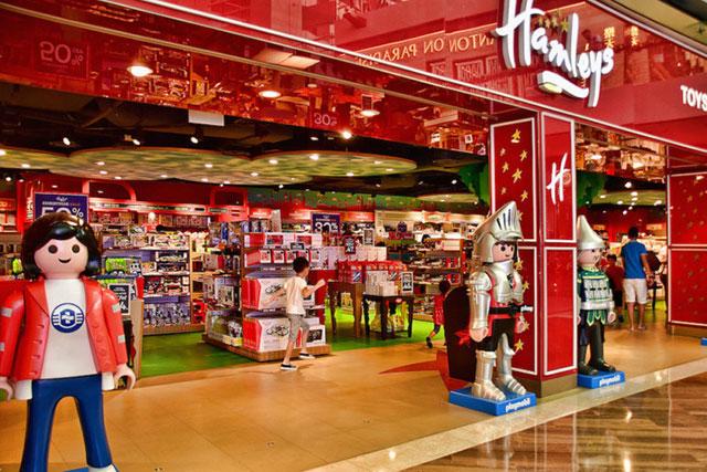 Богатейший житель Индии Мукеша Амбани купил сеть британских магазинов игрушек Hamleys